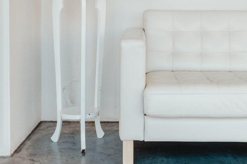 Comment déjaunir un fauteuil en cuir blanc ?