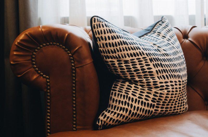 Comment recouvrir un fauteuil en cuir ?